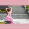 Różowa sukienka ze zdobionymi plecami